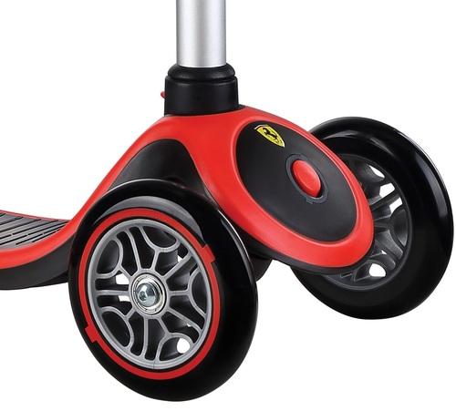 קורקינט לילדים פרימו פלוס בעיצוב פרארי Ferrari עם ידית בגובה משתנה